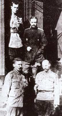 Генерал Каппель В.О., у штабного вагона, 1918г. Фото с сайта www.hrono.ru